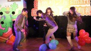 踩汽球——拓展游戏活动创意年会之气氛活跃
