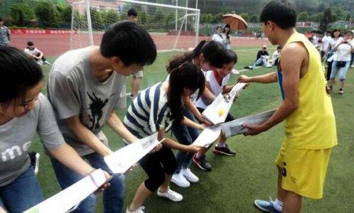 夹乒乓球_趣味运动会游戏活动项目