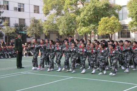 正步走_青少年学生拓展军事项目